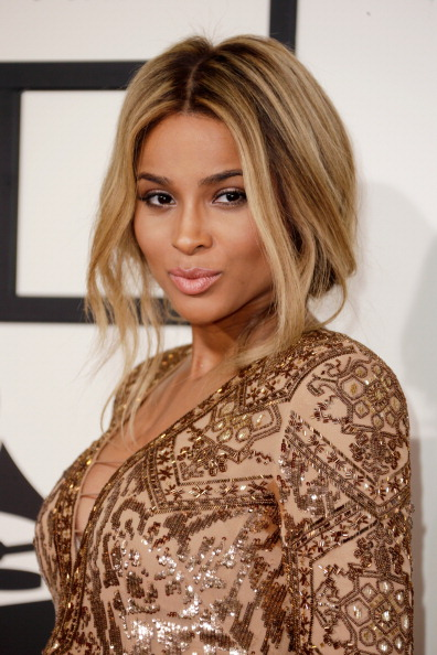 #AMAs: 2015 American Music Awards Red Carpet - Dream in Lace