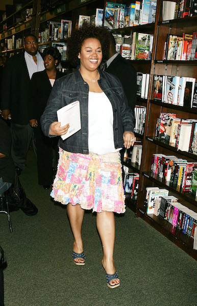 Jill Scott poses at a Barnes and Noble in-store appearance