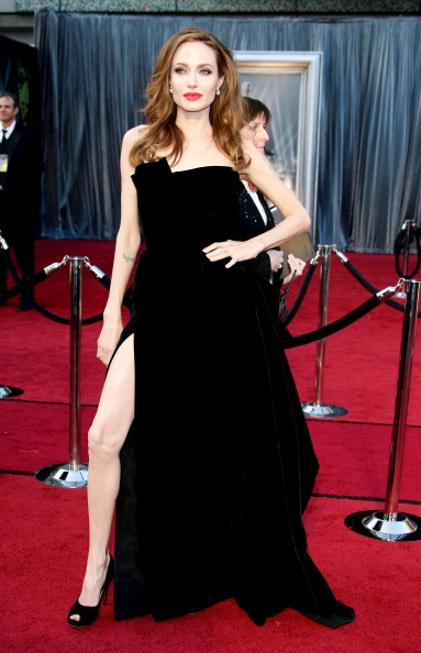 Angelina Jolie in Atelier Versace at the Oscars in 2012