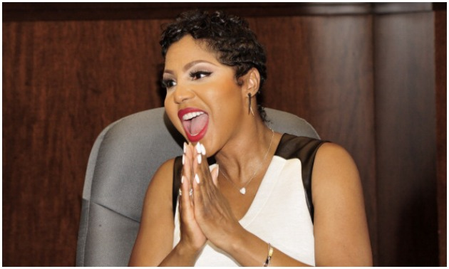 toni braxton Signs Copies Of Her Book Unbreak My Heart-2