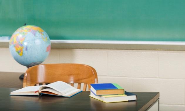 Classroom-Teacher-Desk