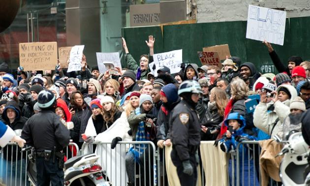 protestors-macys-parade