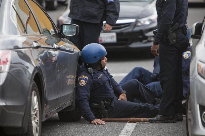 Police Officer Gets Hurt