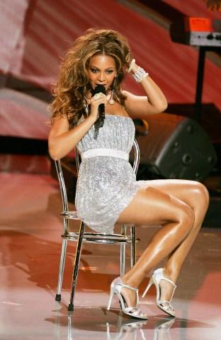 Beyonce Performing In Sparkles
