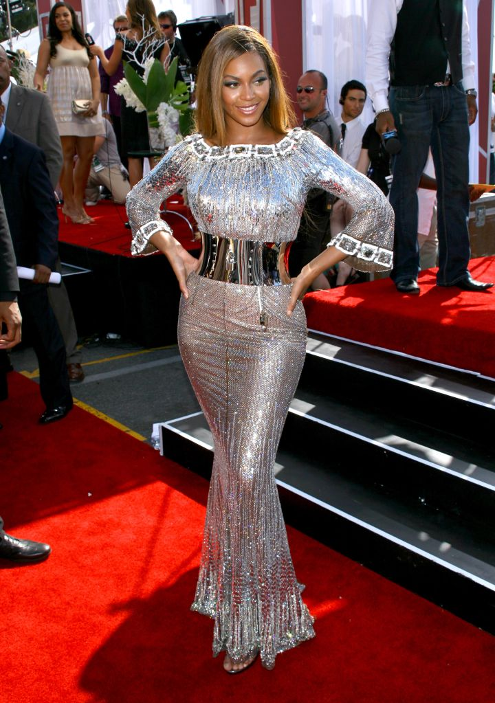 THEN: Beyonce In Silver At The 2007 BET Awards