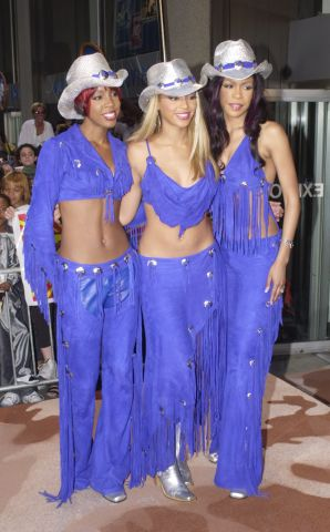 Destiny's Child appearance and signing in support of their third album, Survivor