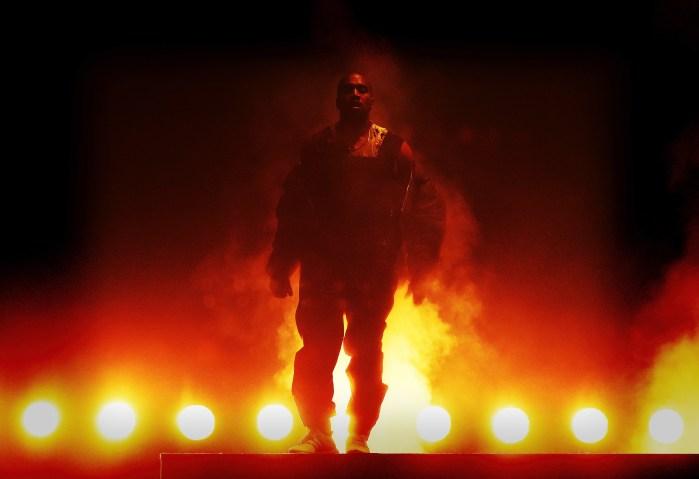 Kanye West Perform