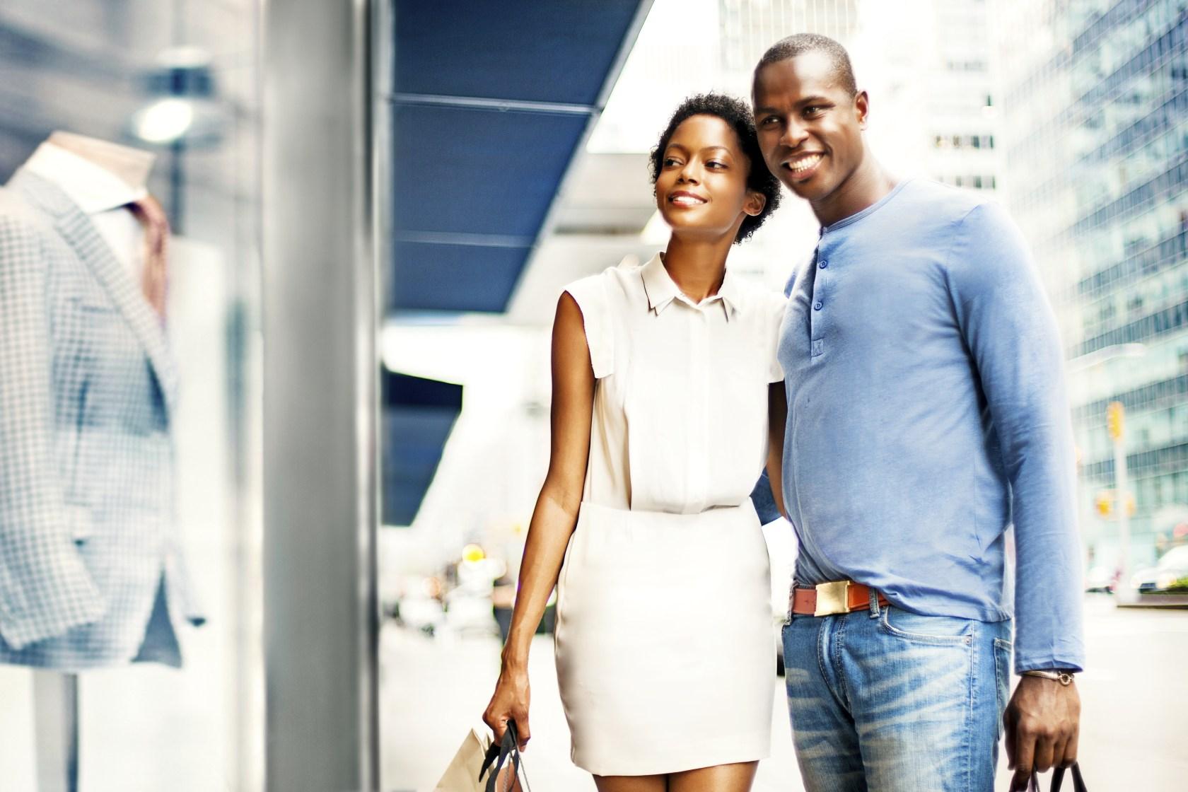 Couple shopping in NY