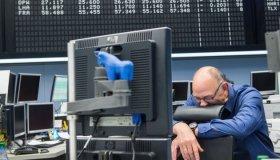 DAX Drops Sharply, Recovers Following Greece Turmoil