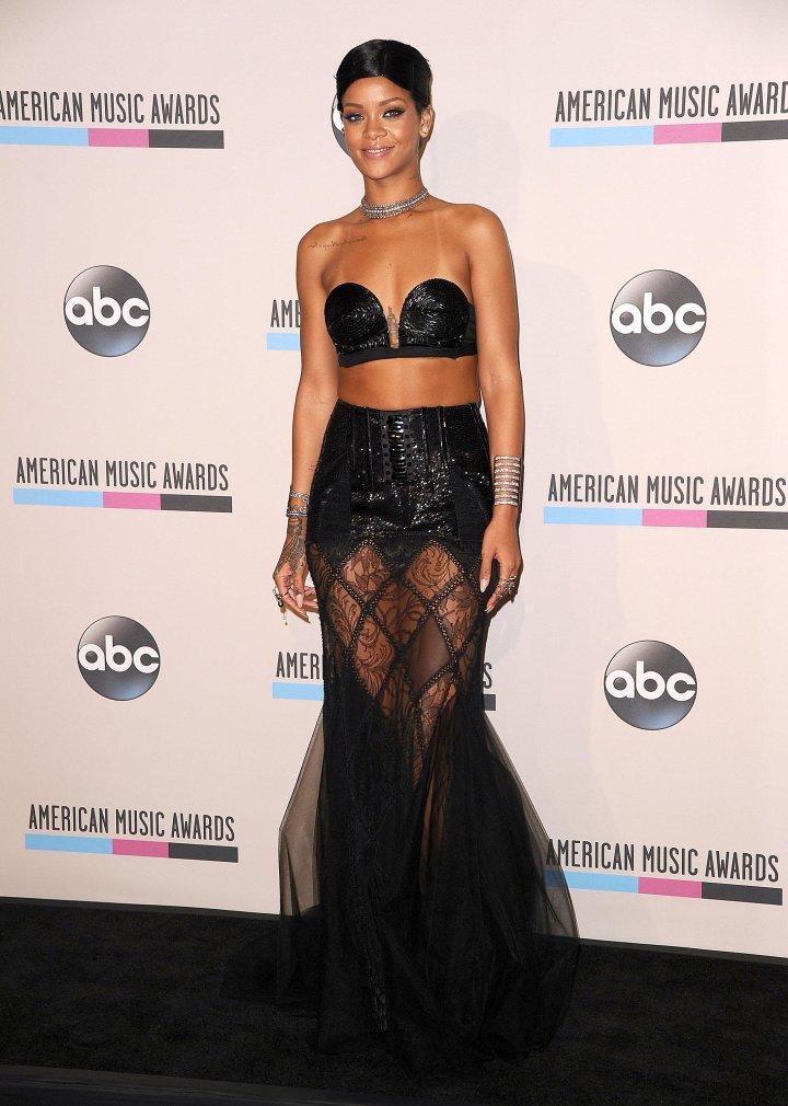 Rihanna at the 2013 American Music Awards