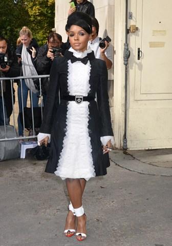 Chanel : Outside Arrivals- Paris Fashion Week Womenswear Spring/Summer 2016