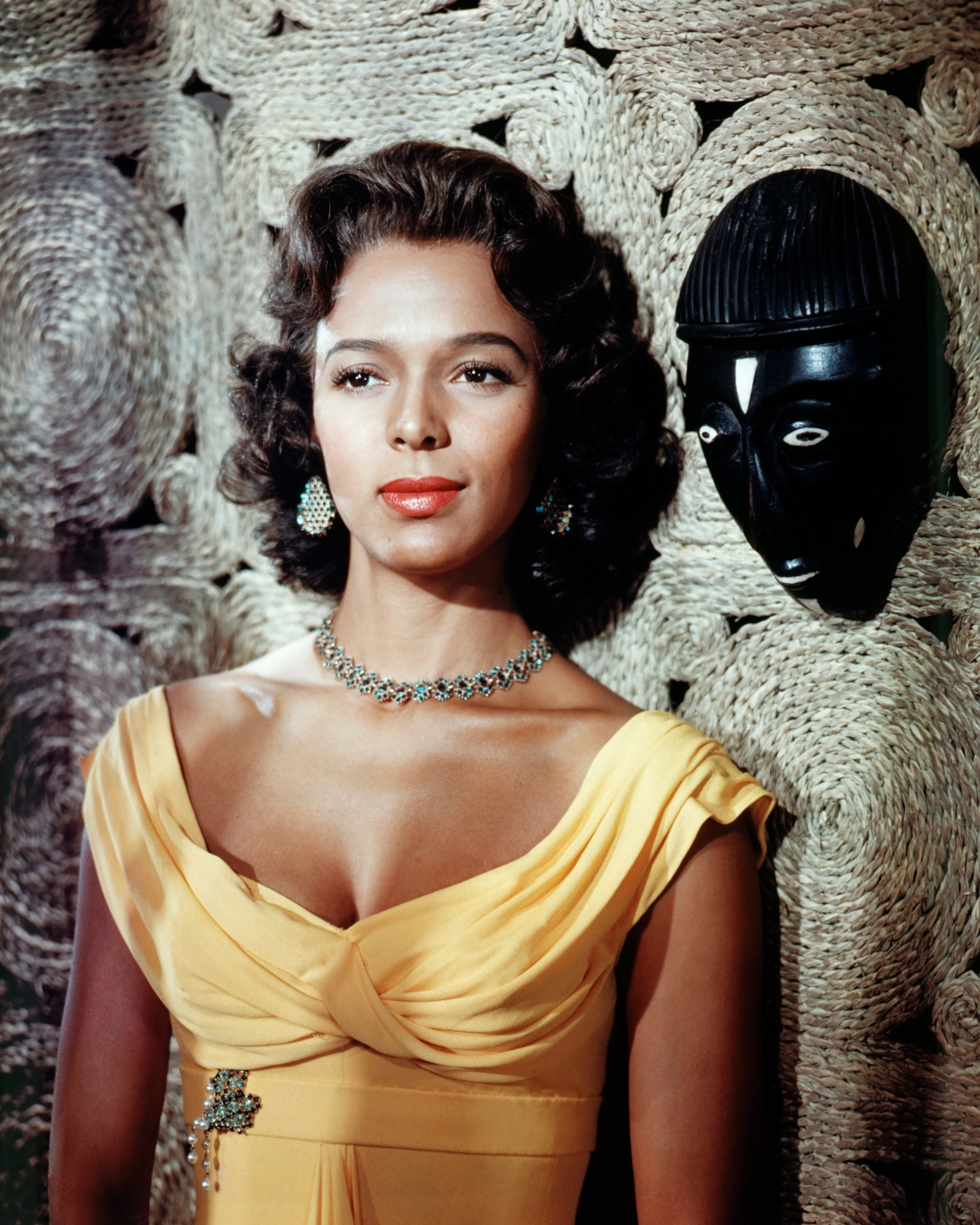 8 Legendary Black Hollywood Beauties Who Broke The Mold