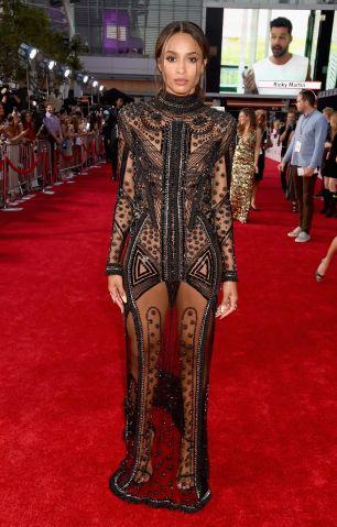 2015 American Music Awards - Red Carpet