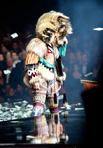 2015 American Music Awards - Roaming Show