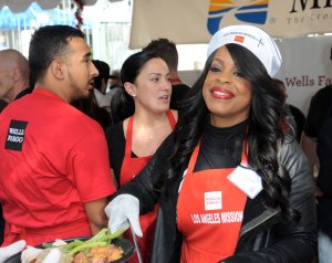 Los Angeles Mission Thanksgiving For The Homeless