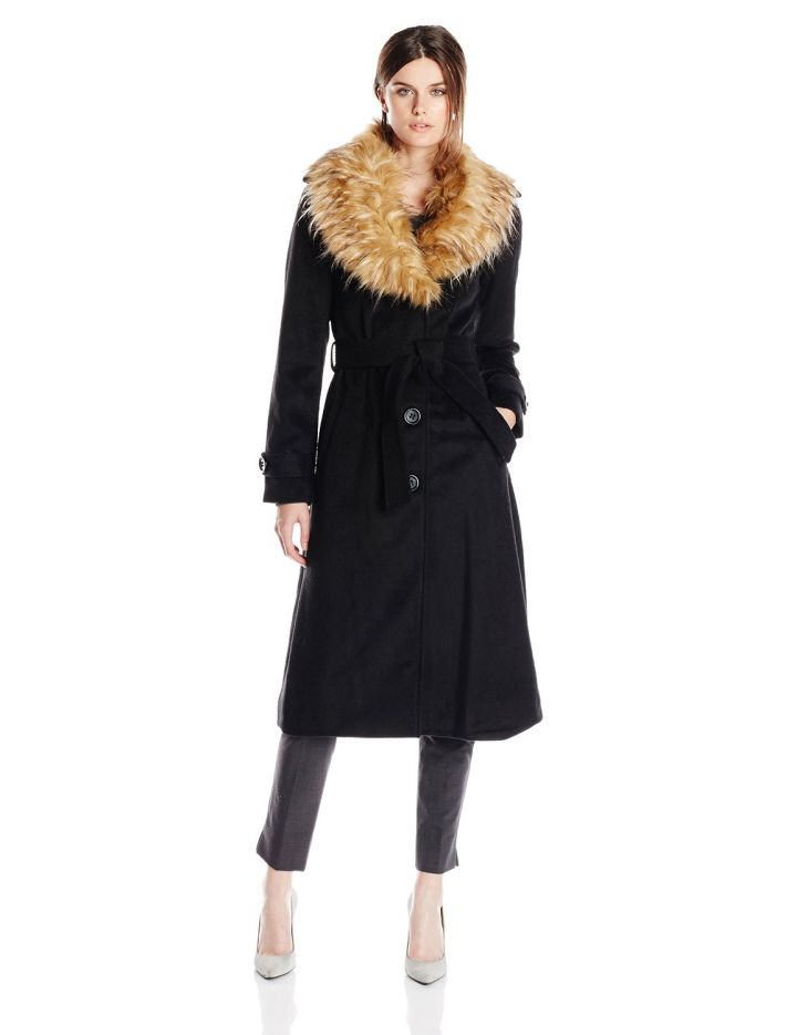 Opt for a coat with a fur collar.