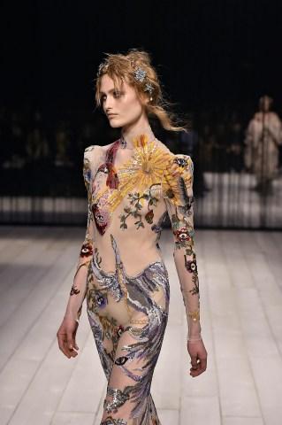 Alexander McQueen - Runway RTW - Fall 2016 - London Fashion Week