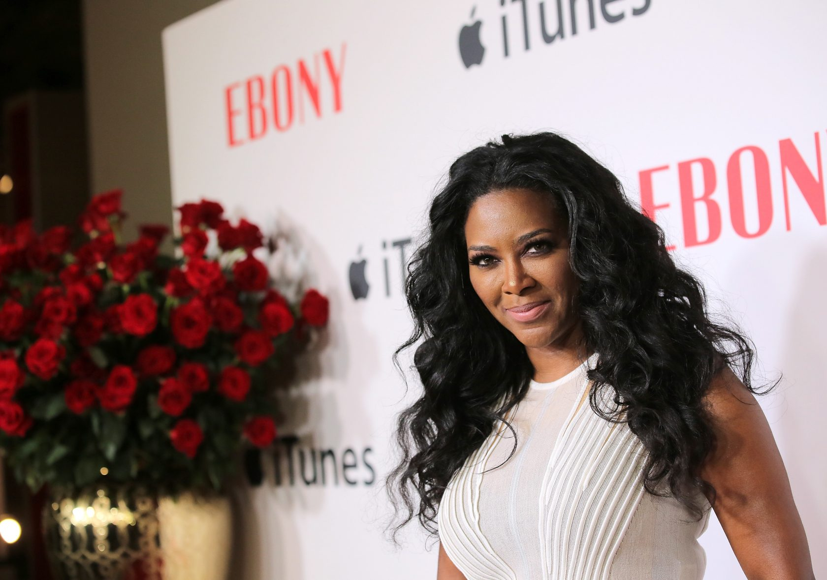 Here S Why It Doesn T Matter That Kenya Moore Wears Wigs Hellobeautiful