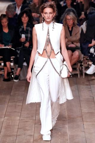 Alexander McQueen : Runway - Paris Fashion Week Womenswear Spring/Summer 2016