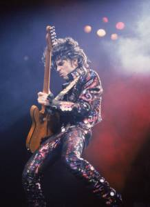 Prince Plays Guitar In Concert