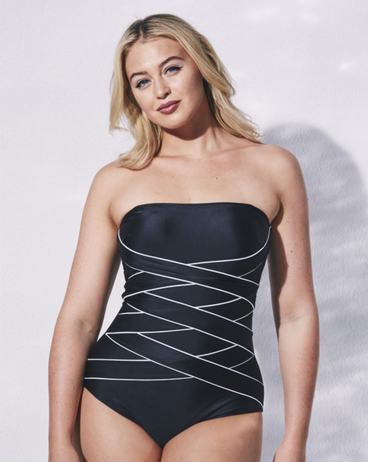 This criss-cross bathing suit will make you jump, jump!