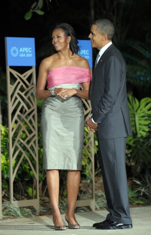 US President Barack Obama (R) and wife M