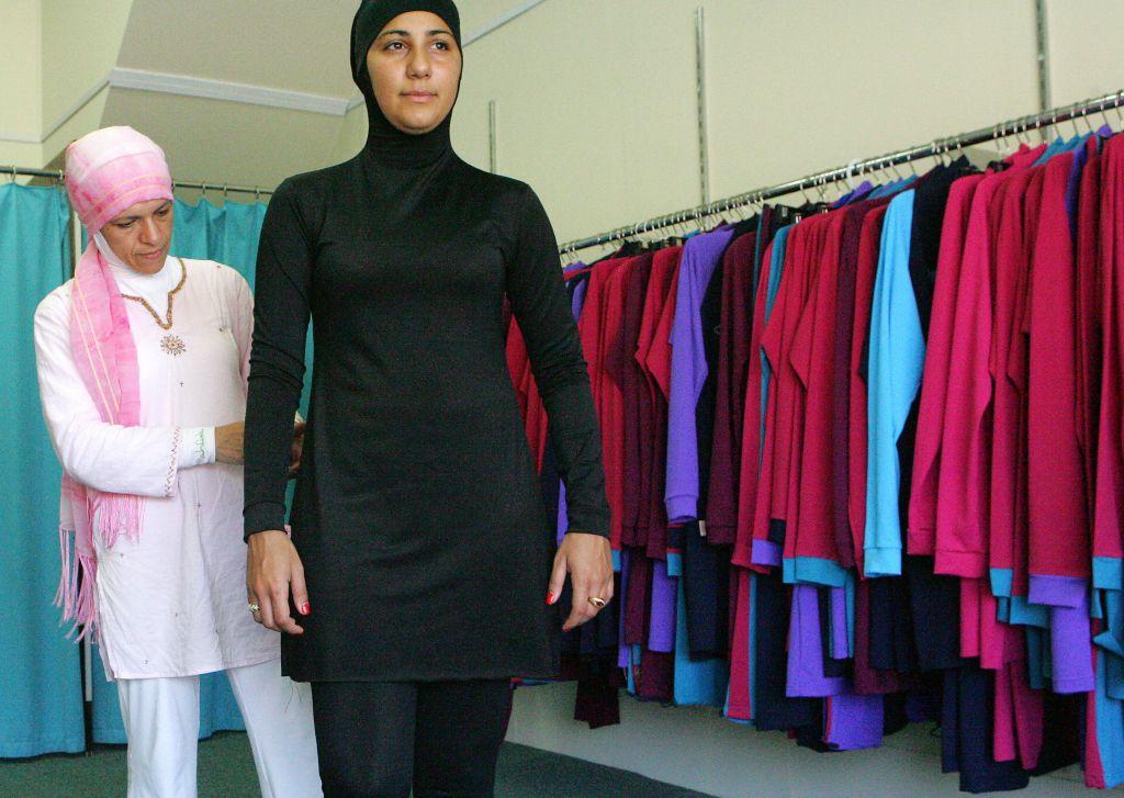 Muslim fashion designer Aheda Zanetti (L