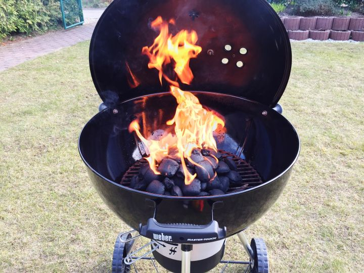 Char-Broil 800 Deluxe Charcoal Grill ($178)
