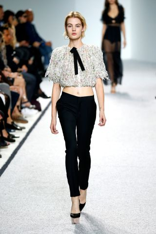Giambattista Valli : Runway - Paris Fashion Week Womenswear Spring/Summer 2017
