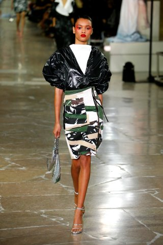 Kenzo : Runway - Paris Fashion Week Womenswear Spring/Summer 2017