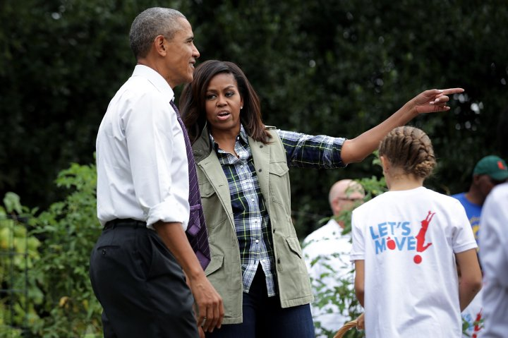 Michelle Obama Helps Students Harvest White House Kitchen Garden