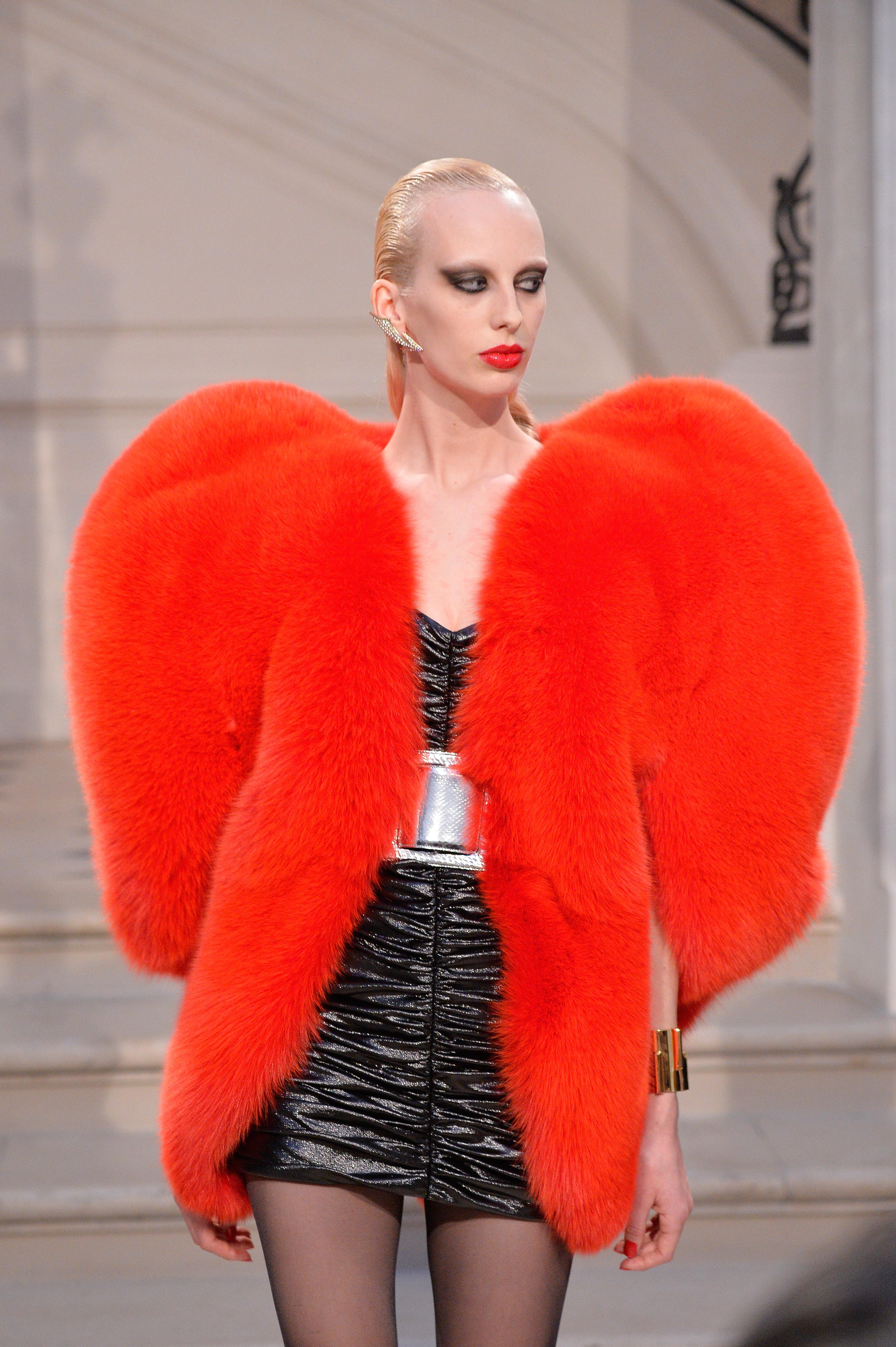 Saint Laurent : Runway - Paris Fashion Week Womenswear Fall/Winter 2016/2017
