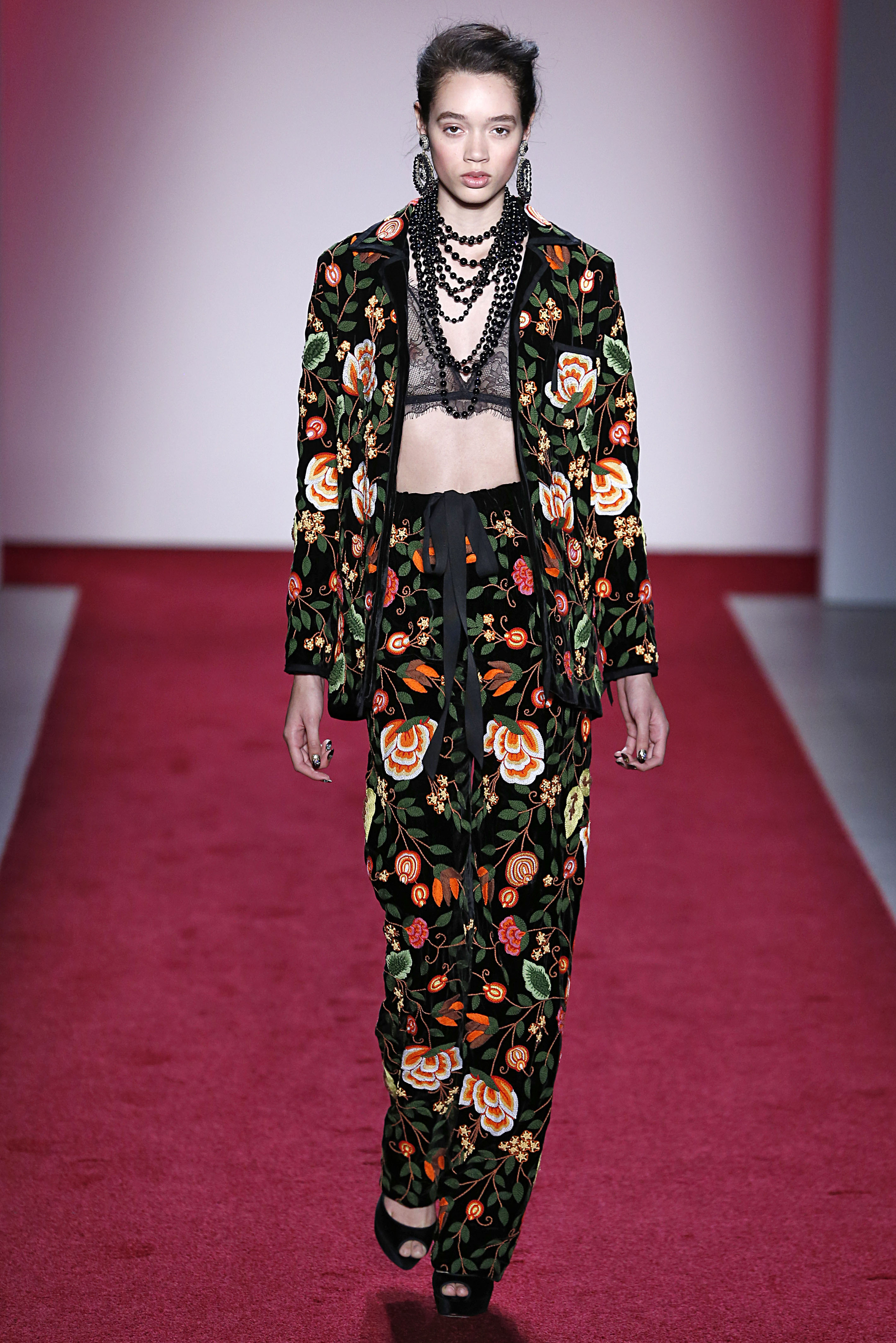 Naeem Khan - Runway - February 2017 - New York Fashion Week