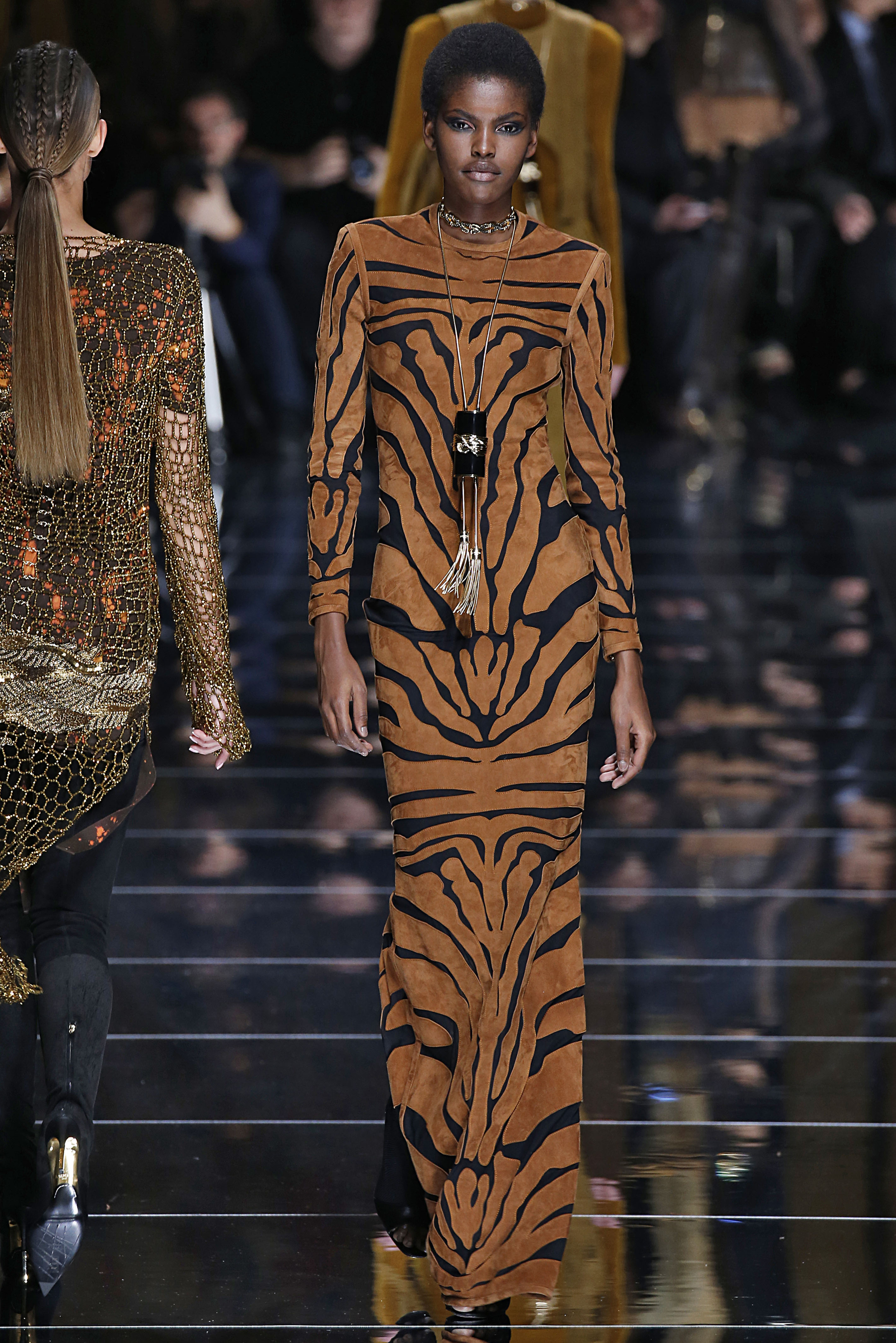 Balmain : Runway - Paris Fashion Week Womenswear Fall/Winter 2017/2018