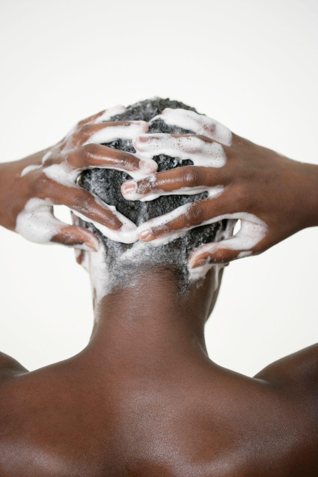 Man washing his hairs