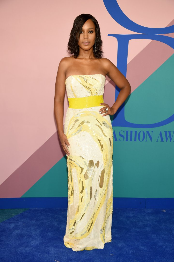 Kerry Washington attends the 2017 CFDA Fashion Awards