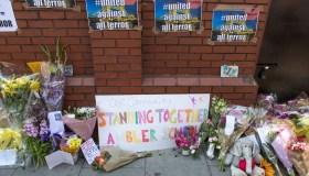 Vehicle mows down Muslim worshippers in London