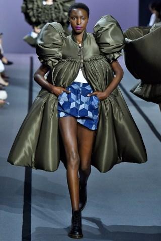 Viktor & Rolf : Runway - Paris Fashion Week - Haute Couture Fall/Winter 2017-2018