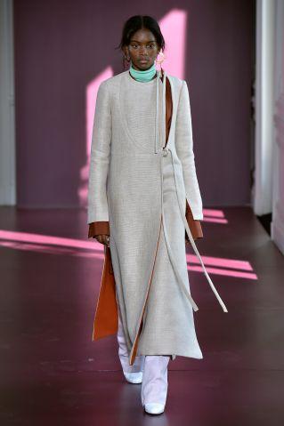 Valentino - Couture Fall 2017 Runway - Paris Haute Couture Fashion Week
