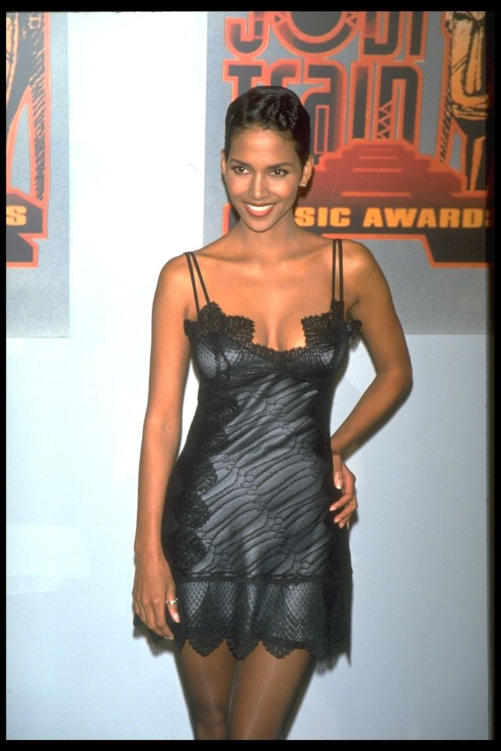 HALLE BERRY AT THE SOUL TRAIN MUSIC AWARDS, 1995