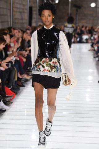 Louis Vuitton : Runway - Paris Fashion Week Womenswear Spring/Summer 2018
