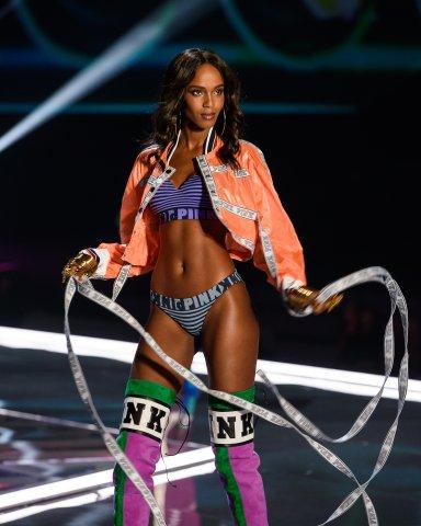Victoria's Secret Fashion Show Leila Nda