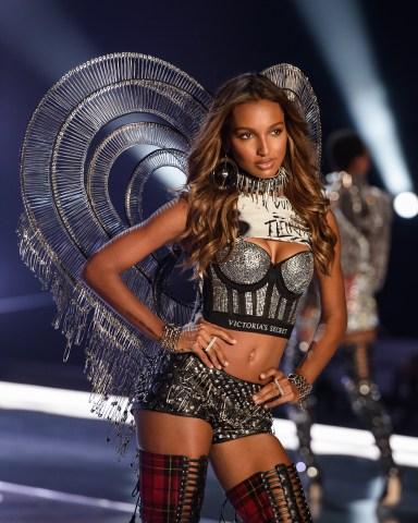 Victoria's Secret Fashion Show Jasmine Tookes