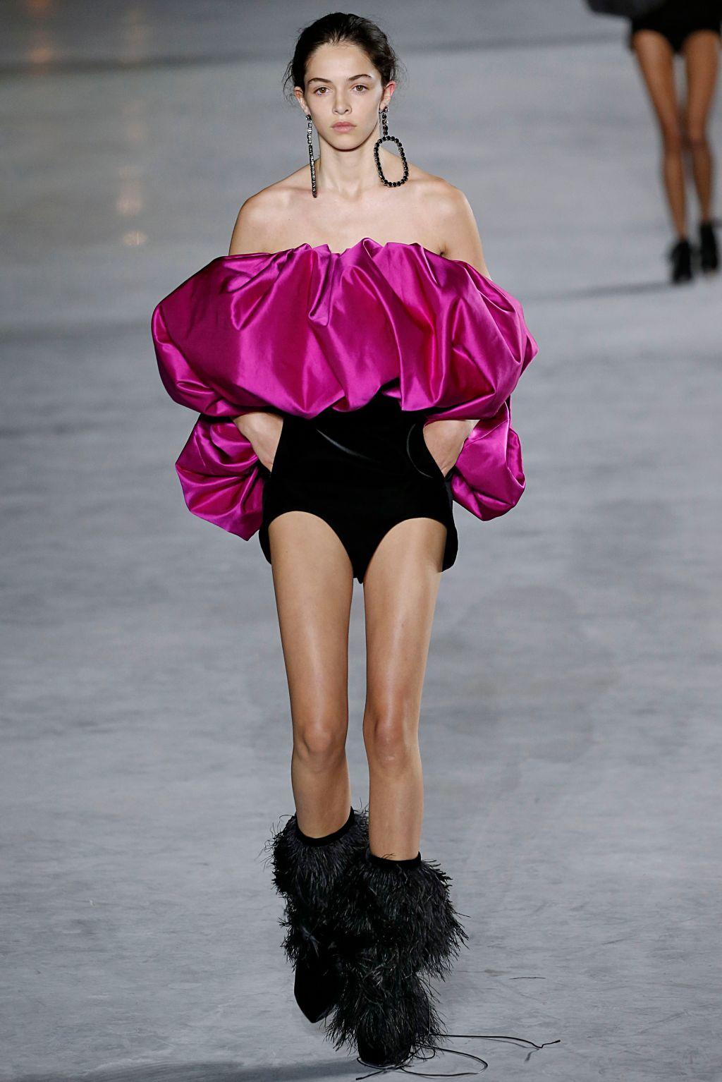 Saint Laurent : Runway - Paris Fashion Week Womenswear Spring/Summer 2018