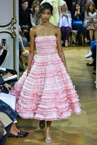 John Galliano : Runway - Paris Fashion Week Womenswear Spring/Summer 2018