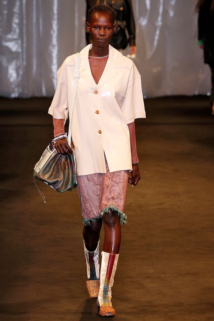 Acne Studios : Runway – Paris Fashion Week Womenswear Spring/Summer 2018