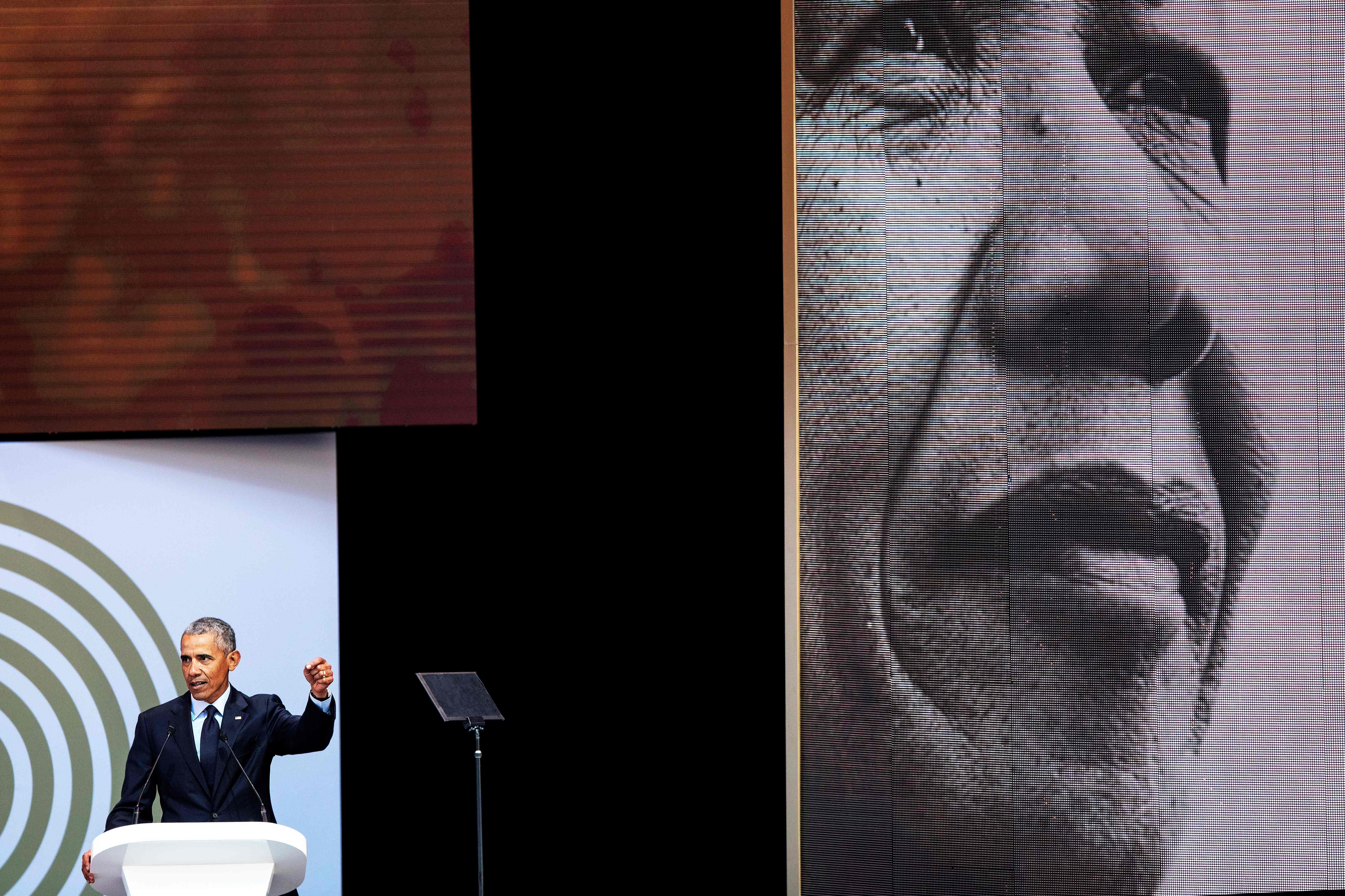 TOPSHOT-SAFRICA-US-POLITICS-PEOPLE-OBAMA-MANDELA
