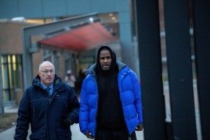 R. Kelly walks out of Cook County Jail after posting $100,000 bail, pleading not guilty to charges