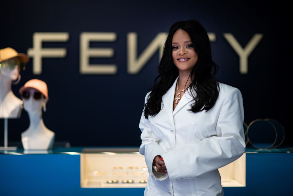 fashion-FRANCE-FASHION-RIHANNA-FENTY