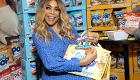 Wendy Williams At SNAXSationalBrands.com Booth At Sweets & Snacks Expo